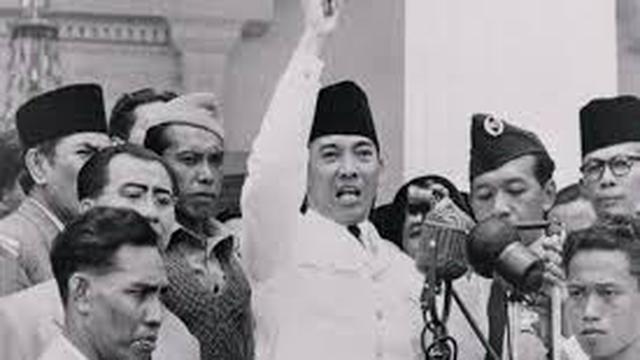 Biografi Soekarno secara singkat dan lengkap, seperti anak, pendidikan, pasangan, waktu meninggal dan perjuangan soekarno