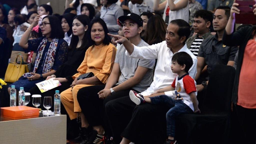 Presiden Jokowi Saksikan Cucu Tampil diPentas Musik Ensemble