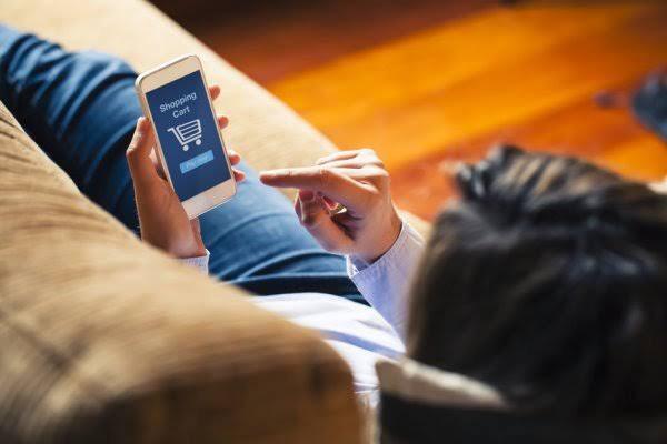 3 Keuntungan Belanja Produk Kosmetik di Aplikasi Belanja Online