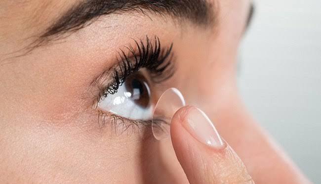Cara Tepat Memakai Softlens Untuk Kesehatan Mata