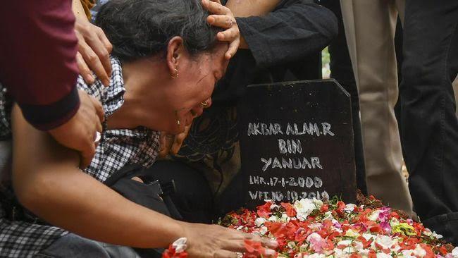 Kontradiksi Penanganan Wiranto Dengan Korban Demo