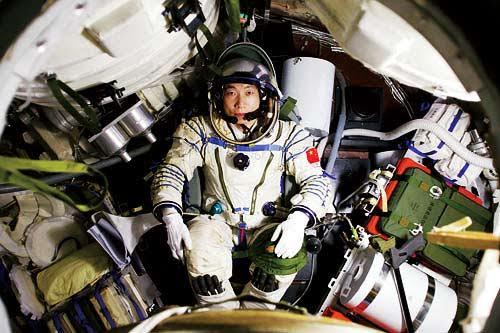 Sejarah Hari Ini: China Luncurkan Manusia Pertama ke Luar angkasa