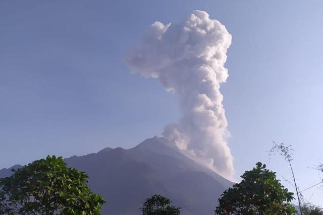 Hujan Abu Tipis Guyur Dua Desa di Sekitar Gunung Merapi