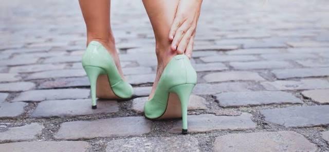 3 Trik Agar Kaki Nyaman Pakai High Heels Seharian