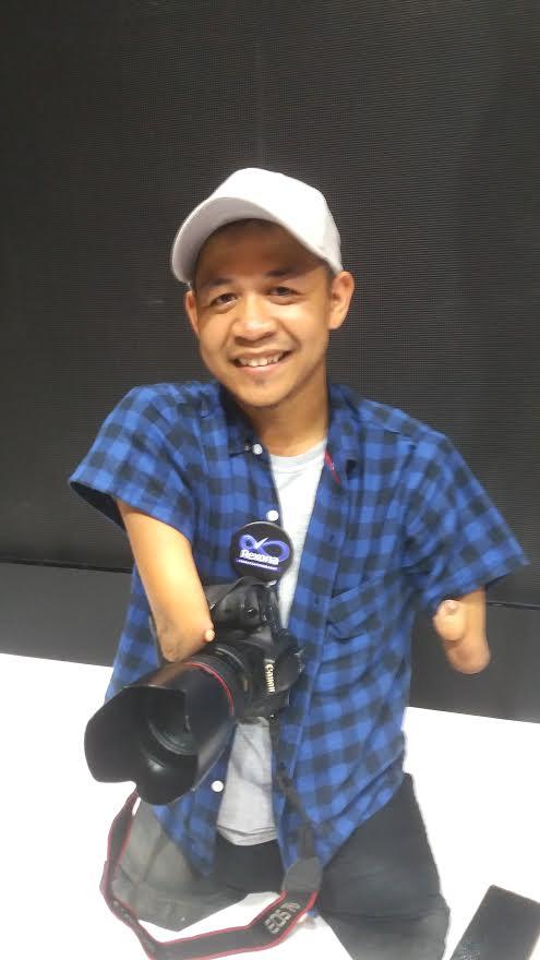 Sosok Bang Dzoel, Fotografer Disabilitas yang Mendunia