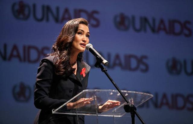 Atiqah Hasiholan Garap Film Pendek Tentang HIV AIDS