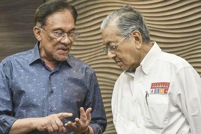 Mahathir Janji Serahkan Kekuasaan pada Anwar Ibrahim Setelah APEC 2020