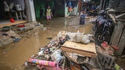 Banjir Surut, Warga Kota Tangerang Keluhkan Diare dan Gatal-Gatal