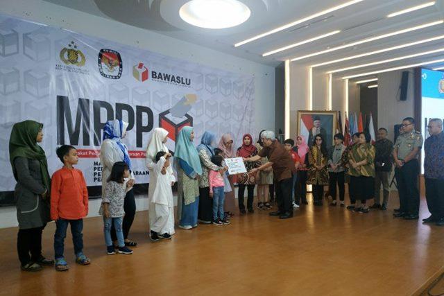 MPPP Serahkan Santunan untuk 251 Keluarga Korban Petugas Pemilu 2019