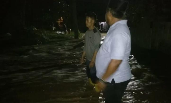 Akses Warga di Bekasi Terputus Akibat Tanggul Sungai Citarum Jebol