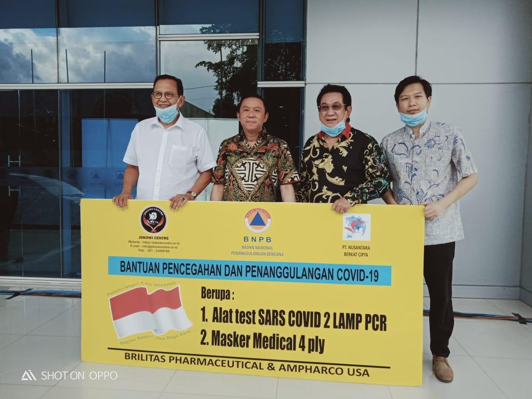 Jelang New Normal, Anwar Fuady Gandeng Roy Marten Serahkan Bantuan Alkes ke BNPB