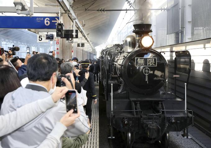 "Kereta Uap ""Demon Slayer"" Dihadirkan di Stasiun Kumamoto Jepang"