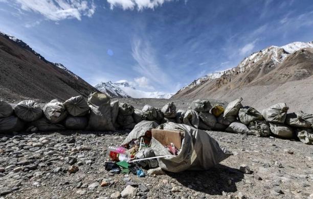 Aktivis Lingkungan Bakal Ubah Sampah di Gunung Everest Jadi Karya Seni