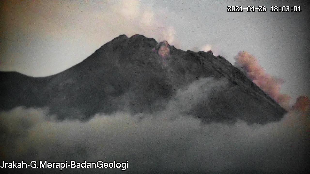 Gunung Merapi Luncurkan Guguran Lava Sejauh 600 Meter