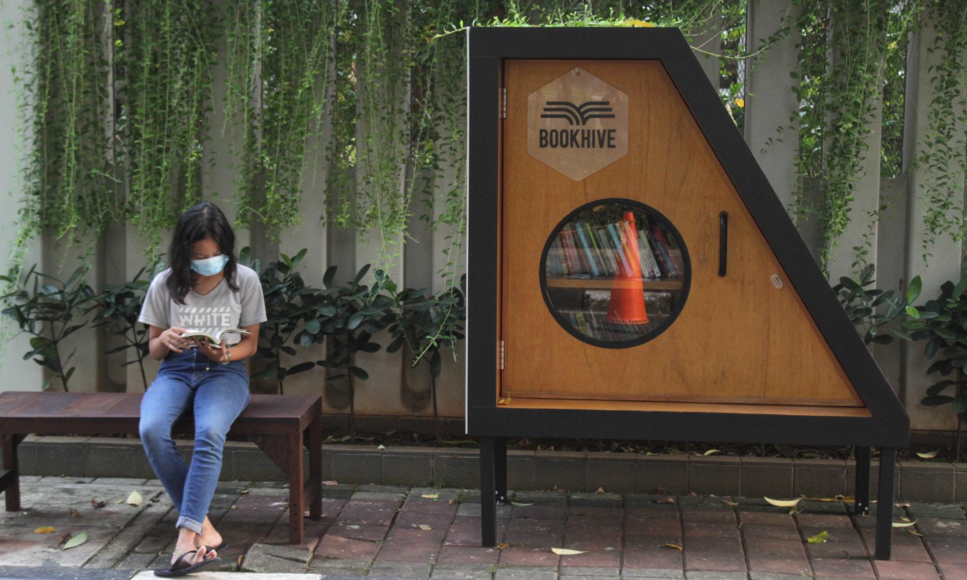 Perpustakaan Bersama Bookhive di Taman Situ Lembang