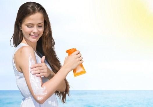 5 Manfaat Sunscreen untuk Kulit